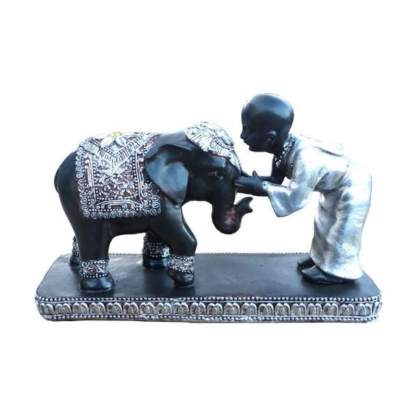 Moine avec éléphant